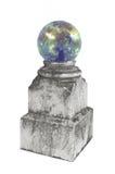 Magischer Kristall auf einem Bedienpult. lizenzfreie stockfotos