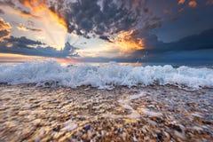 Magischer Sonnenaufgang über Meer Stockfotografie