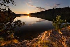 Magischer Sonnenuntergang auf dem Wasserreservoir Kretinka Stockfoto