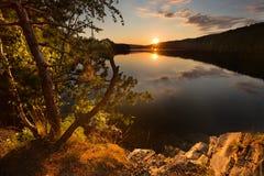 Magischer Sonnenuntergang auf dem Wasserreservoir Kretinka Stockfotos