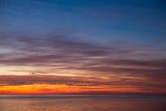 Magischer Sonnenuntergang auf Malediven Lizenzfreie Stockbilder
