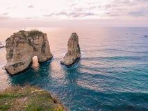 Magischer Sonnenuntergang auf Raouche, Tauben ` Felsen In Beirut der Libanon lizenzfreie stockbilder