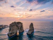 Magischer Sonnenuntergang auf Raouche, Tauben ` Felsen In Beirut der Libanon lizenzfreie stockfotos
