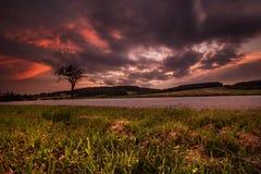 Magischer Sonnenuntergang und starke Wolken Lizenzfreies Stockbild