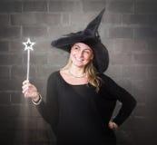 Magischer Stab für eine blonde Hexe Stockfotos