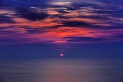 Magischer unwirklicher bunter Sonnenuntergang in Thailand Stockfoto