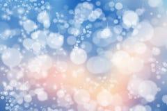 Magischer Weihnachtshintergrund Bokeh oder Funkelnlichter auf Dunkelheitsrückseite stockfotografie