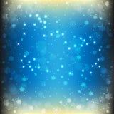Magischer Weihnachtshintergrund in den blauen Farben mit glänzenden Schneeflocken und Sternen Stockfotografie