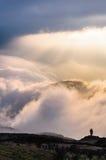 Magischer Wolkenwasserfall lizenzfreie stockfotos