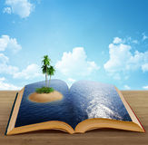 Magisches Buch mit einer Insel Stockfoto