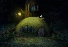 Magisches Haus im Wald nachts ein schöner Moosbaum lizenzfreie abbildung