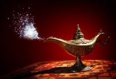 Magisk Aladdins ande i arabiska sagorlampa Royaltyfri Fotografi