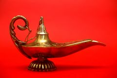 Magisk ande i arabiska sagorlampa royaltyfria bilder