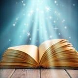 Magisk bok av kunskap Arkivfoto