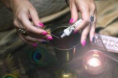 Magisk dryck witchcraft Magisk qure shaman Arkivfoton