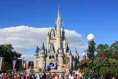 Magisk kungarikeslott i den Disney världen i Orlando Royaltyfri Bild