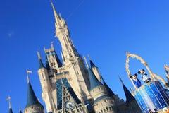 Magisk kungarikeslott i den Disney världen i Orlando Arkivbild