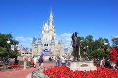 Magisk kungarikeslott i den Disney världen i Orlando Arkivbilder