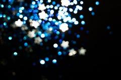 Magisk ljusjulbokeh på svart bakgrund royaltyfri foto