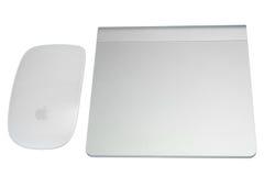 Magisk mus- och magitrackpad som isoleras på vit bakgrund Royaltyfri Bild