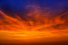 Magisk overklig färgrik himmel på soluppgång Royaltyfri Bild