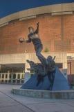Magiska Johnson Statue på den Breslin mitten Royaltyfri Foto
