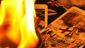Magiska kort för tarok för häxeriförmögenhetkassör mystiska stock video