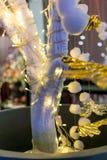 Magiska ljus för jul på ett konstgjort träd Royaltyfri Fotografi