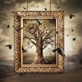 Magiskt träd med fåglar i ram arkivfoto
