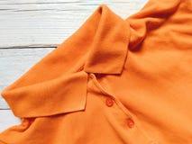 Maglietta arancio sui bordi bianchi Fotografie Stock
