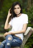 Maglietta in bianco bianca con un modello femminile alla moda Immagine Stock Libera da Diritti