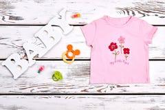 Maglietta di rosa del beautiul della neonata Fotografia Stock Libera da Diritti
