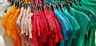 Magliette Colourful fotografia stock