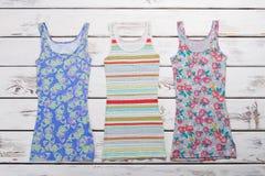 Magliette con differenti stampe Fotografia Stock Libera da Diritti