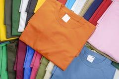 Magliette multicolori Fotografia Stock Libera da Diritti