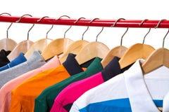 Magliette sui ganci Fotografia Stock