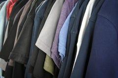 Magliette sullo scaffale Immagini Stock