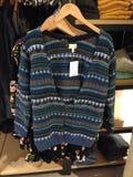 Maglione di Teal, appendente al minuto, sguardo di boho Immagini Stock