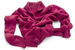 Maglione rosso con una grande gola calda Fotografia Stock Libera da Diritti
