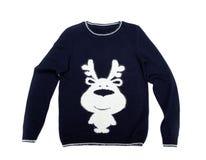 maglione tricottato con un modello dei cervi Isolato su bianco fotografia stock libera da diritti