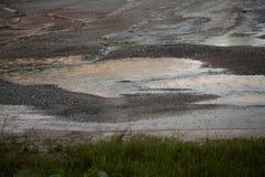 Magma dans la roche d'écrasement pendant la pluie image libre de droits