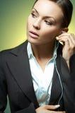 Magnesio atractivo de la mujer de negocios. foto de archivo