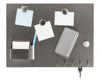 Magnesu pinboard z pustymi papierami Obrazy Royalty Free