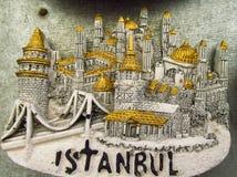 Magnete del ricordo di Costantinopoli con l'immagine di una moschea Immagini Stock Libere da Diritti