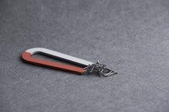 Magnete a ferro di cavallo con i chiodi Immagini Stock