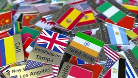 Magnete o distintivo del ricordo con il testo e la bandiera nazionale di Barcellona fra quei differenti r archivi video