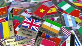 Magnete o distintivo del ricordo con il testo e la bandiera nazionale di Ho Chi Minh City fra quei differenti Viaggiando nel Viet stock footage
