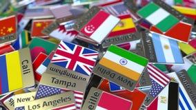 Magnete o distintivo del ricordo con il testo e la bandiera nazionale di Singapore fra quei differenti Viaggiando a Singapore con video d archivio