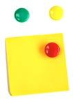 Magneti colorati con il post-it Fotografia Stock Libera da Diritti
