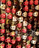 Magneti del frigorifero sotto forma di tazza con un cactus Fotografia Stock Libera da Diritti